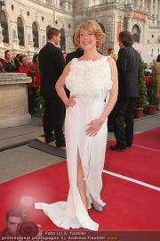 Romy Gala - Red Carpet - Hofburg - Sa 16.04.2011 - 69