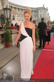 Romy Gala - Red Carpet - Hofburg - Sa 16.04.2011 - 71