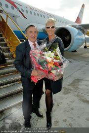 Brigitte Nielsen Ankunft - Flughafen Schwechat - Di 14.02.2012 - 10