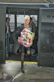Brigitte Nielsen Ankunft - Flughafen Schwechat - Di 14.02.2012 - 19