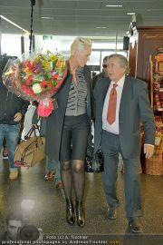 Brigitte Nielsen Ankunft - Flughafen Schwechat - Di 14.02.2012 - 21