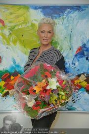 Brigitte Nielsen Ankunft - Flughafen Schwechat - Di 14.02.2012 - 22