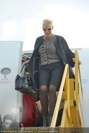 Brigitte Nielsen Ankunft - Flughafen Schwechat - Di 14.02.2012 - 8