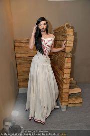Conchita Wurst Kleid - Tu felix Austria - Di 14.02.2012 - 11