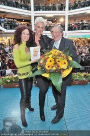 Autogrammstunde - Lugner City - Mi 15.02.2012 - 2