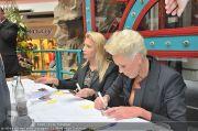 Autogrammstunde - Lugner City - Mi 15.02.2012 - 24