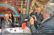 Autogrammstunde - Lugner City - Mi 15.02.2012 - 28
