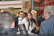 Autogrammstunde - Lugner City - Mi 15.02.2012 - 31