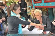 Autogrammstunde - Lugner City - Mi 15.02.2012 - 33