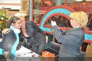 Autogrammstunde - Lugner City - Mi 15.02.2012 - 34