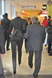 Autogrammstunde - Lugner City - Mi 15.02.2012 - 8