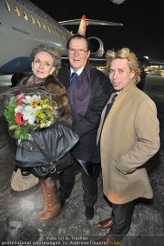 Roger Moore Ankunft - Flughafen - Mi 15.02.2012 - 10