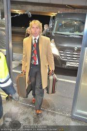 Roger Moore Ankunft - Flughafen - Mi 15.02.2012 - 12