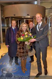 Roger Moore Ankunft - Flughafen - Mi 15.02.2012 - 18