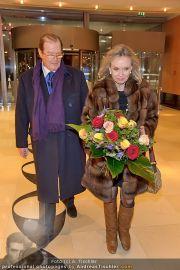 Roger Moore Ankunft - Flughafen - Mi 15.02.2012 - 19
