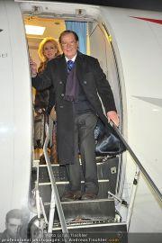 Roger Moore Ankunft - Flughafen - Mi 15.02.2012 - 2