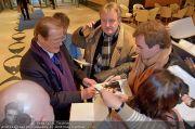 Roger Moore Ankunft - Flughafen - Mi 15.02.2012 - 20