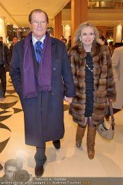 Roger Moore Ankunft - Flughafen - Mi 15.02.2012 - 23