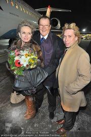Roger Moore Ankunft - Flughafen - Mi 15.02.2012 - 3