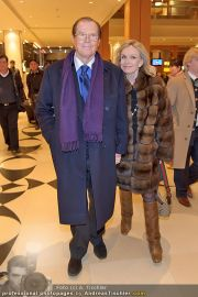 Roger Moore Ankunft - Flughafen - Mi 15.02.2012 - 4