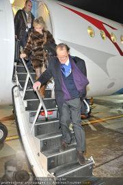Roger Moore Ankunft - Flughafen - Mi 15.02.2012 - 6