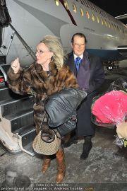 Roger Moore Ankunft - Flughafen - Mi 15.02.2012 - 7