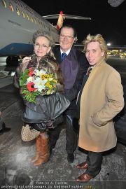 Roger Moore Ankunft - Flughafen - Mi 15.02.2012 - 8