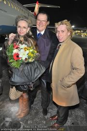 Roger Moore Ankunft - Flughafen - Mi 15.02.2012 - 9
