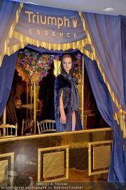Helena Christensen - Triumph - Do 16.02.2012 - 61