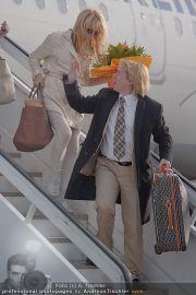 Pamela Anderson - Flughafen Wien - So 04.03.2012 - 10