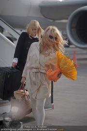 Pamela Anderson - Flughafen Wien - So 04.03.2012 - 12