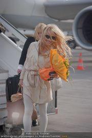 Pamela Anderson - Flughafen Wien - So 04.03.2012 - 13