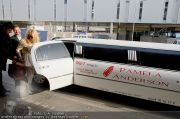 Pamela Anderson - Flughafen Wien - So 04.03.2012 - 16