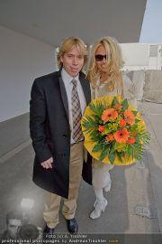 Pamela Anderson - Flughafen Wien - So 04.03.2012 - 19