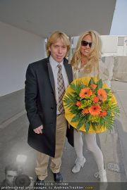 Pamela Anderson - Flughafen Wien - So 04.03.2012 - 20