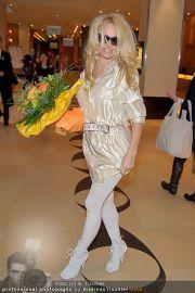 Pamela Anderson - Flughafen Wien - So 04.03.2012 - 26