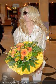 Pamela Anderson - Flughafen Wien - So 04.03.2012 - 27