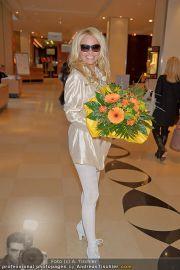 Pamela Anderson - Flughafen Wien - So 04.03.2012 - 29