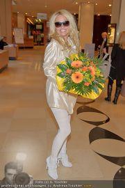Pamela Anderson - Flughafen Wien - So 04.03.2012 - 30