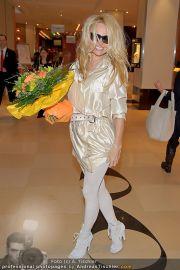 Pamela Anderson - Flughafen Wien - So 04.03.2012 - 31