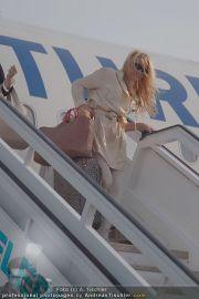 Pamela Anderson - Flughafen Wien - So 04.03.2012 - 4