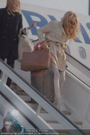 Pamela Anderson - Flughafen Wien - So 04.03.2012 - 5