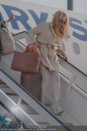 Pamela Anderson - Flughafen Wien - So 04.03.2012 - 6