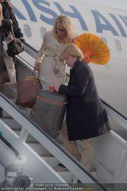 Pamela Anderson - Flughafen Wien - So 04.03.2012 - 9