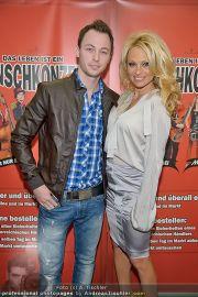 Pamela Anderson - Lugner City - Mo 05.03.2012 - 11