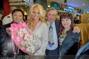Pamela Anderson - Lugner City - Mo 05.03.2012 - 2