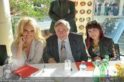 Pamela Anderson - Lugner City - Mo 05.03.2012 - 25