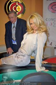 Pamela Anderson - Lugner City - Mo 05.03.2012 - 26