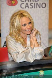 Pamela Anderson - Lugner City - Mo 05.03.2012 - 28