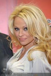 Pamela Anderson - Lugner City - Mo 05.03.2012 - 3